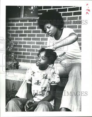 1978 Press Photo Dr. Stratton Big Sister to 10-year old Carlessia Mills, Houston