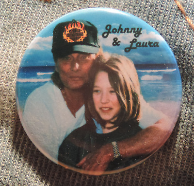 Pin Button Badge Ø38mm JOHNNY HALLYDAY & LAURA