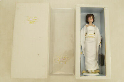 Franklin Mint The Jackie Doll Jaqueline Kennedy 15 inch Porcelain Doll