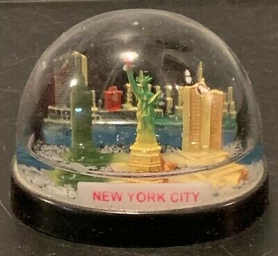 Vintage Plastic New York Statue of Liberty Twin Towers Snow Globe Souvenir NY