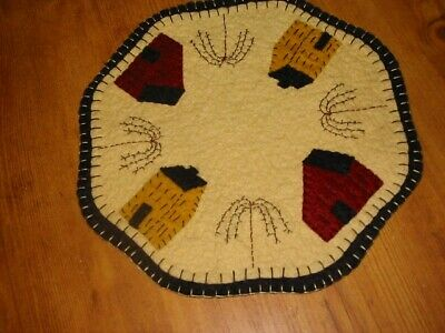 """Primitive Candle Mat - Woolfelt Saltbox Houses w/willow trees 9"""""""