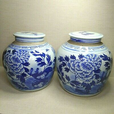 Antique A pair of Chinese blue and white porcelain vases, 19th-20th century.