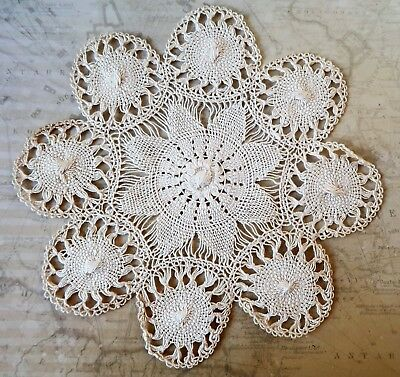17.5cm Wide Vintage Edwardian Hand Made Cream Cotton Lace Doyley
