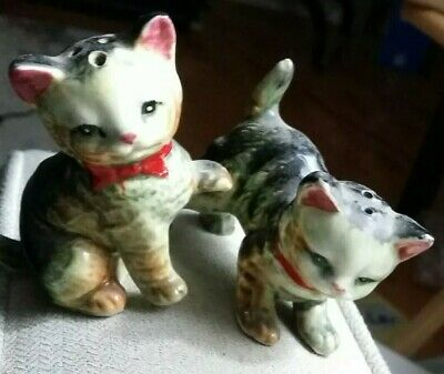 Vintage ceramic TWO KITTENS WITH RED BOWS salt and pepper shakers set