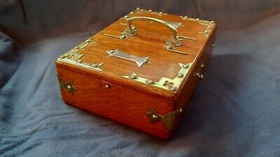 Arts And Crafts Oak and Brass Cigarette And Cigar Box circa 1900s