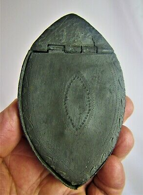 Late 18th Century English Oval-Shape Pewter Snuff or Tobacco Box - Circa 1790