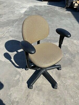 *BLOWOUT* Steelcase Criterion Task / Conference Office Chair