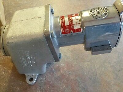 "CESD-3034 Appleton receptacle  3/4"" Hub 3 wire 4 pole"