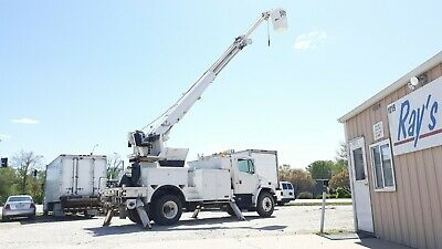 2002 Freightliner FL80 with ALTEC D945-TR Hydraulic Crane