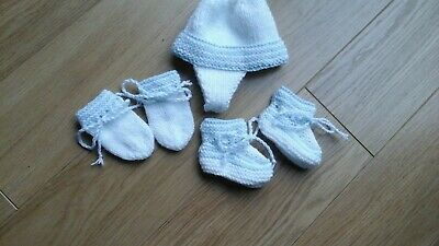 New hand knitted baby boys hat,mitts and booties set