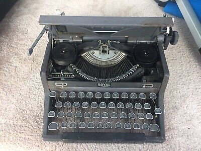 VINTAGE OLD ROYAL QUIET DeLUXE PORTABLE TYPEWRITER