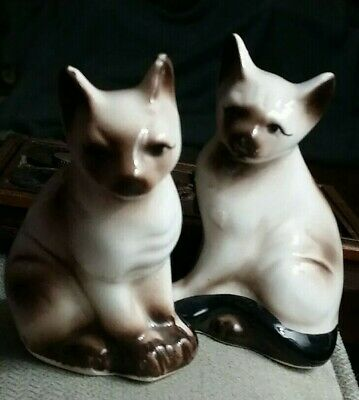 Vintage ceramic SIAMESE CATS KITTENS SALT AND PEPPER SHAKER SET made in Taiwan