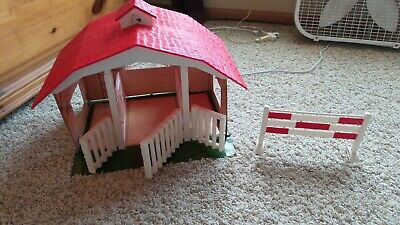 Breyer Classics Barn - Includes 3 Stall Barn & Red/White Jump