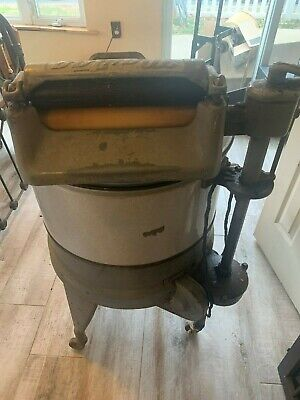 Vintage Maytag washing machine with wringer, 1930's(?)