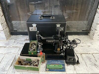 VTG. 1955 Singer Featherweight Sewing Machine 221-1 With Case And Accessories