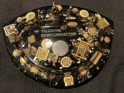 Teledyne Semiconductor Acrylic Pen Holder W/ Gold Integrated Circuits (1970s)