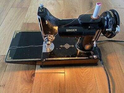 VINTAGE SINGER FEATHERWEIGHT PORTABLE BLACK 221K SEWING MACHINE Case Accessories