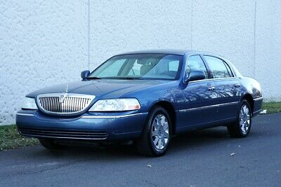 2005 Lincoln Town Car Signature Limited 2005 Lincoln Town Car Signature Limited 58K Miles SUPER CLEAN