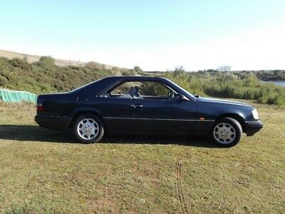 Classic Mercedes W124 E220.1996. Pillerless Coupe .Black/green:  SPORTS CHASSIS