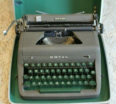 Vintage Royal Quiet Deluxe Portable Manual Typewriter With Original Case