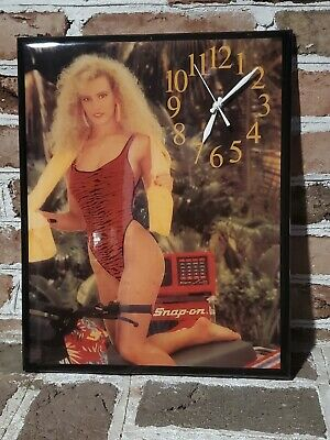 Vintage Snap On Clock swimsuit model works great and great condition