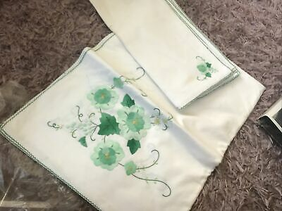 Vintage Tablecoth With 8 Napkins