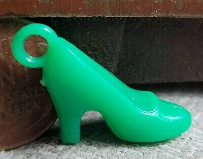 Vintage plastic green LADIES HIGH HEEL SHOE gumball charm prize jewelry