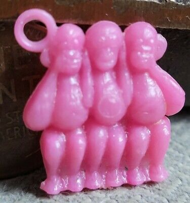 Vintage plastic pink SEE HEAR SPEAK NO EVIL MONKEYS gumball charm prize jewelry