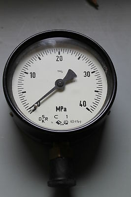 DDR Rohrfeder-Manometer TGL 16373 0-40 MPa (0-400 bar) M20x1,5 Ø 100mm