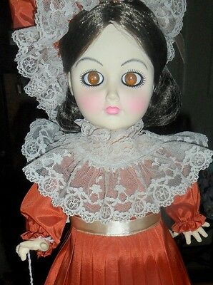 Efanbee Doll Petite Filles Dark Haired Beauty Genevieve Doll