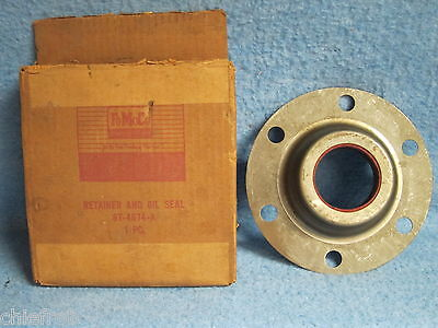 1963 64 65 Ford Truck NOS Rear Axle Driving Pinion Retainer & Oil Seal Med Duty