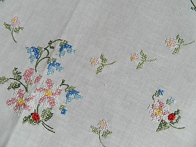 """vintage tablecloth hand embroidered. Dimensions:  30.5""""/31.5"""" n3413"""