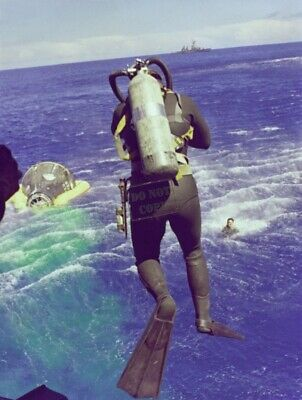 US Navy USN Diver Leaps From HelicopterGemini 5 Program 8X12 PHOTOGRAPH