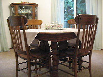 Antique Golden Oak Dining Room Table With Leafs And 4 Chairs