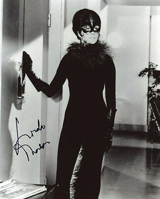 AUTOGRAPHE SUR PHOTO 20 x 25 de Linda THORSON (signed in person)