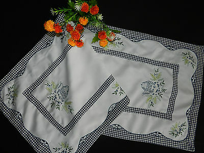 """vintage embroidered table runner Dimensions 43.5""""/17""""   n5284"""