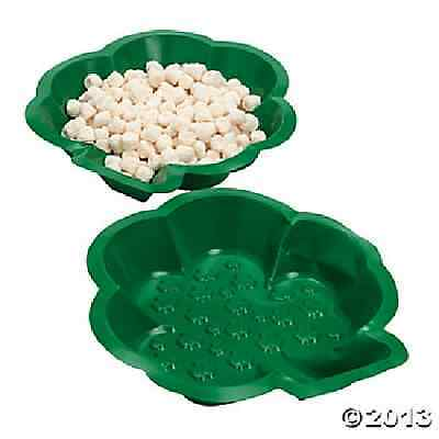 "Plastic Shamrock-Shaped Dishes 9"" / 12 PC / ST. PATRICK'S DAY (33/242)"