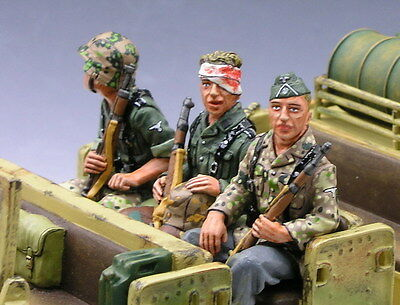 King and (&) Country  WS054 - 3-Seated Riflemen - Retired