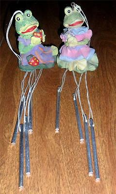 Cute Pair Small Gardening Frog Wind Chimes Strawberries & Grapes LOOK R3
