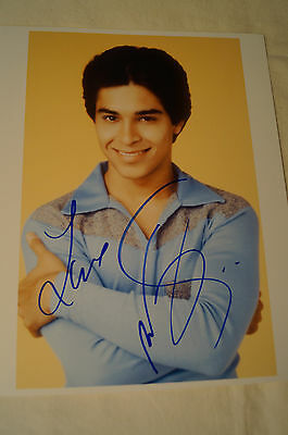 That 70's Show - FEZ - Colour Photo - Signed by Wilmer Valderama  w/ COA