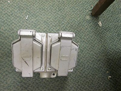 Crouse-Hinds Receptacles w/Base CPS152R 20A 125-250VAC 2W 3P Used