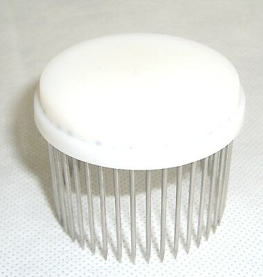 Beekeeping Queen bee Isolator / Needle cage - white