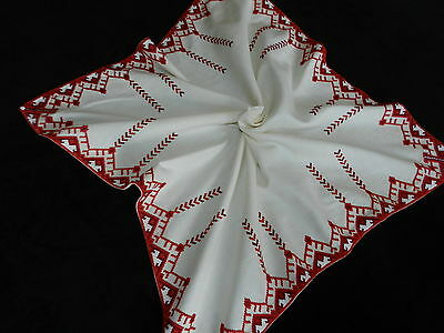 """Vintage hand embroidered tablecloth   30""""/28""""  B363"""