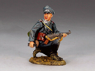 King and (&) Country LW021 - Kneeling Officer - Retired