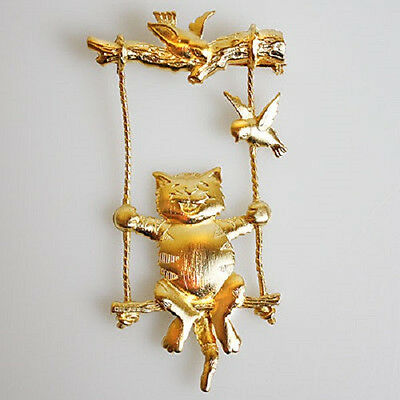 JJ VINTAGE CAT ON A SWING WITH BIRDS ARTICULATED SIGNED GOLDTONE BROOCH PIN ,