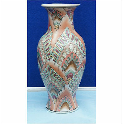 Vintage CHINESE Porcelain Vase a chinese