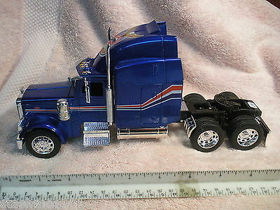 Welly Die Cast Model, Peterbilt 379, 1:32 Scale, BLUE
