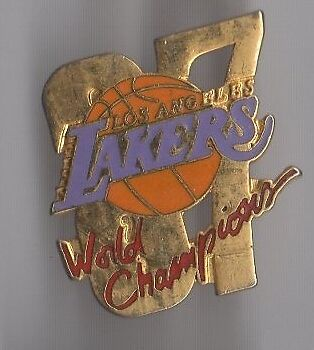 Pin's basket ball / équipe lakers - world champions (doré)