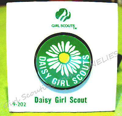 Original DAISY Girl Scout Membership Pin NEW on CARD 1984 Collectors GIFT