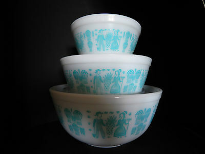 Vintage Collection of 3 Pyrex Ovenware Nesting Bowls - Blue Amish Butterprint
